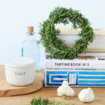 5 Minute DIY wreath making hack using a $1 food container to make rosemary, lavender, or Christmas wreaths! Easy nature crafts, farmhouse home decor & handmade gifts!