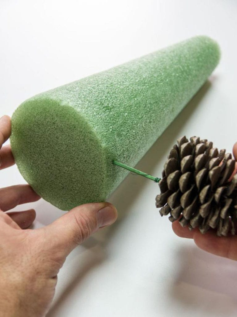 how to make  pine cone Christmas tree on a cone