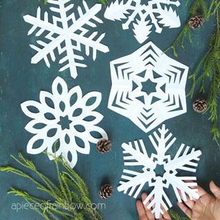 How to make beautiful easy paper snowflakes for winter & Christmas decorations! Simple paper crafts for kids & family. 12 best free templates!