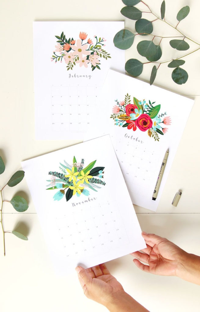 Free printable floral 2021 calendar & monthly planner, 2 beautiful download templates: boho flowers bouquet painting & modern minimal design.