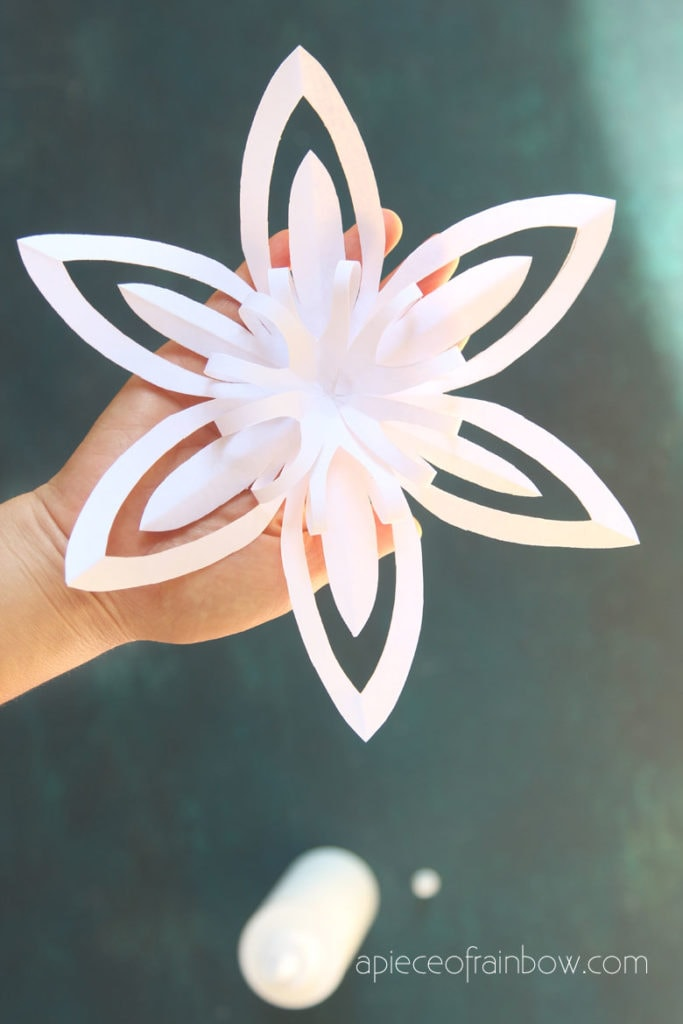 6 pointed 3d paper snowflake