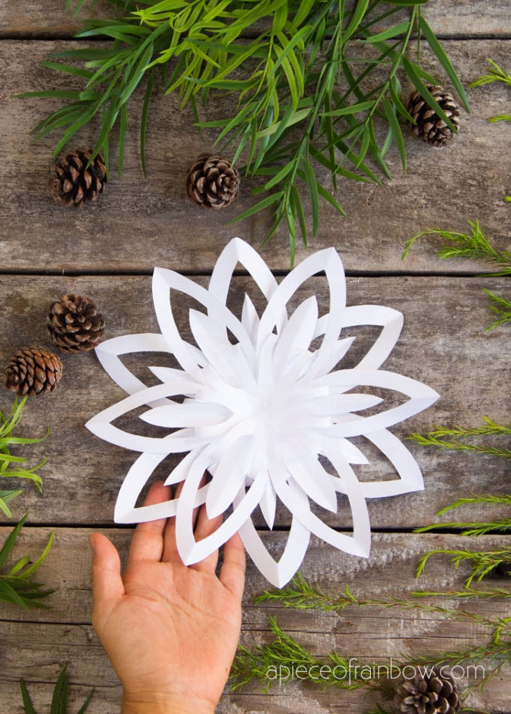 12 pointed 3d paper snowflake