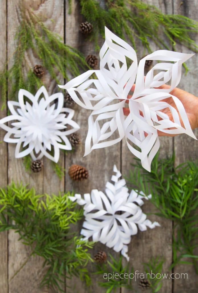 3 free templates to make easy 3d paper snowflakes for beautiful winter & Christmas decorations, and  boho farmhouse style decor