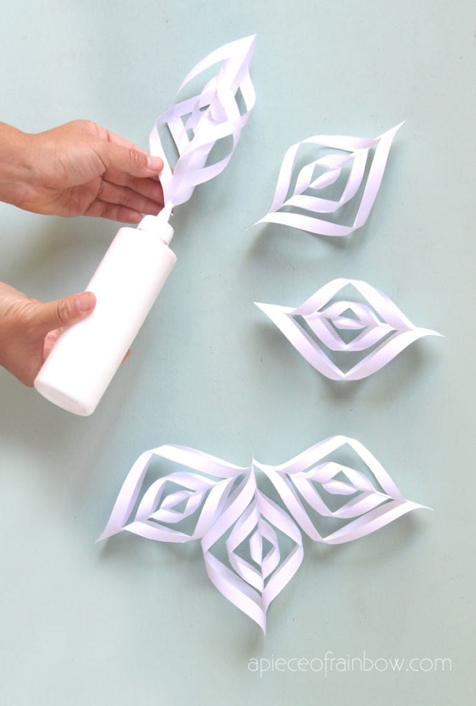 easy DIY  3d paper snowflakes with free template