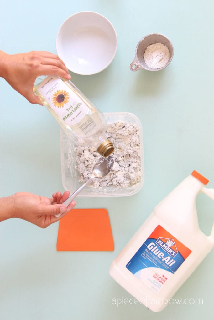 vegetable oil to make the paper clay dough smooth and less sticky