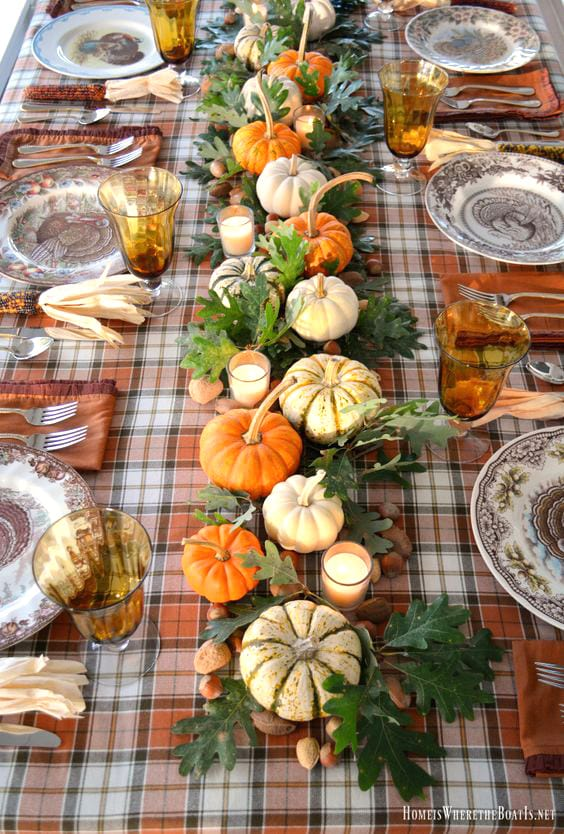 Cozy country style Thanksgiving table decor