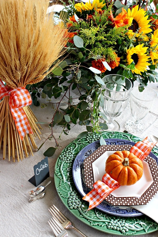 Colorful Thanksgiving table decor ideas